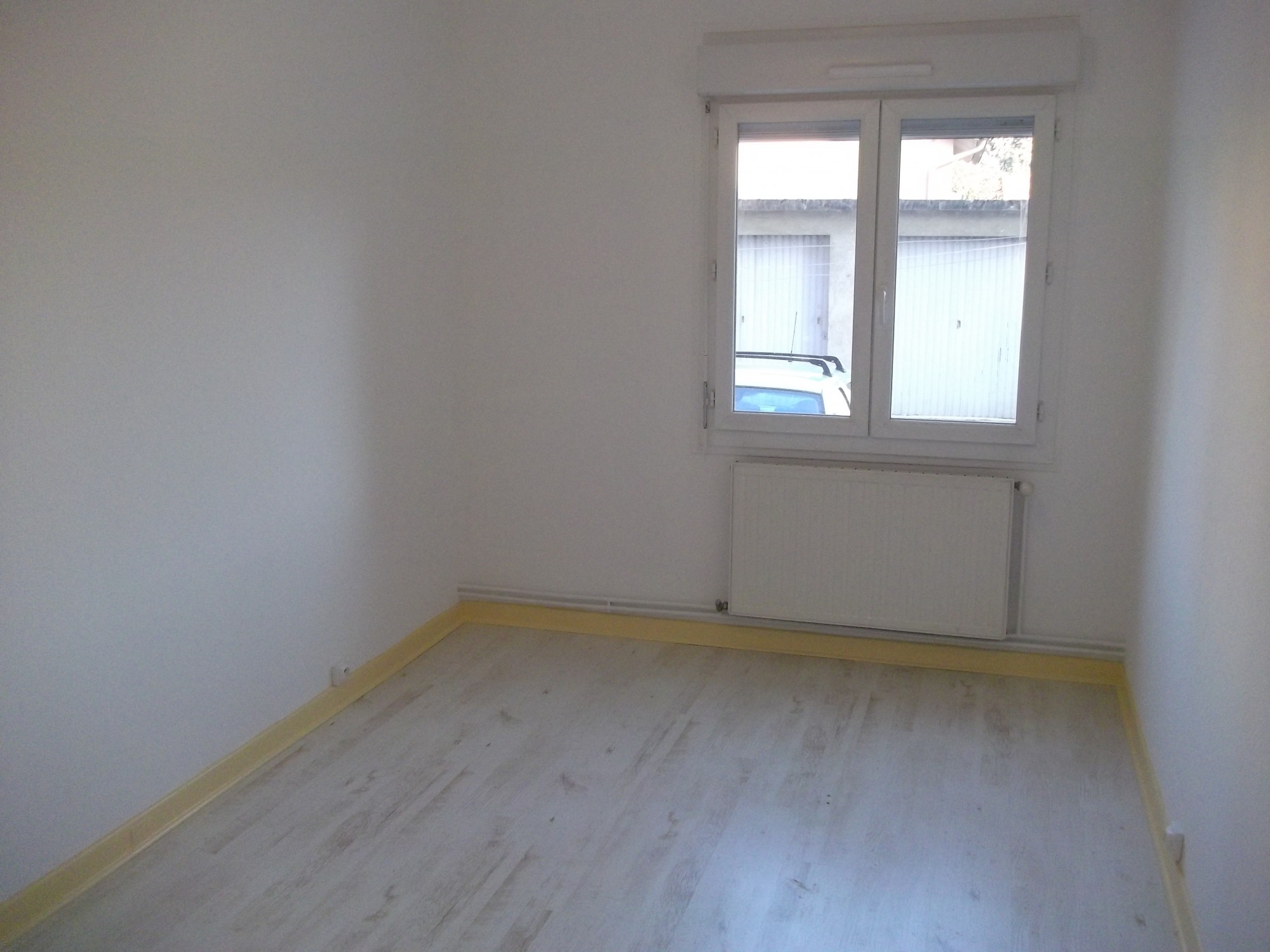 location valence proche caserne Spahis